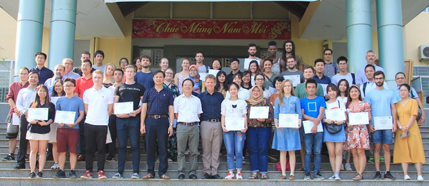 """Bế giảng Khóa đào tạo hè về """"Quản lý rừng bền vững và Kinh tế sinh học"""" thuộc chương trình dự án ERASMUS của Cộng đồng Châu Âu"""