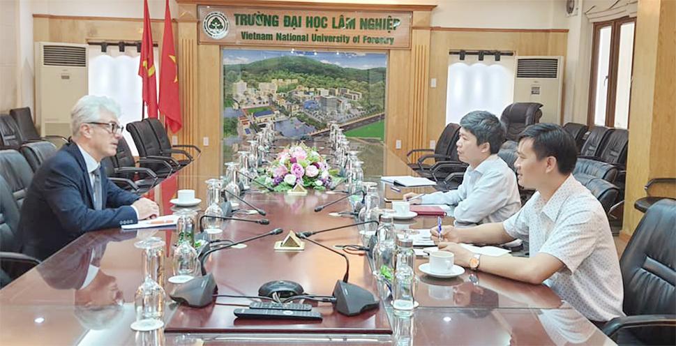 Tiếp và làm việc với Tham tán khoa học Đại sứ quán Italia tại Việt Nam