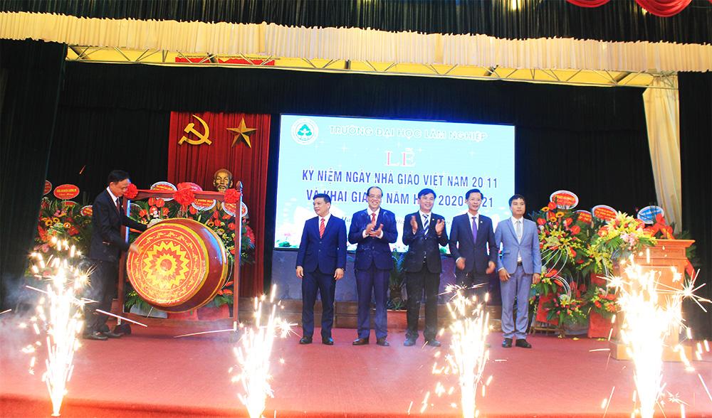Trường Đại học Lâm nghiệp tổ chức Lễ Khai giảng năm học mới 2020 – 2021 và lễ Kỷ niệm 38 năm Ngày nhà giáo Việt Nam 20/11
