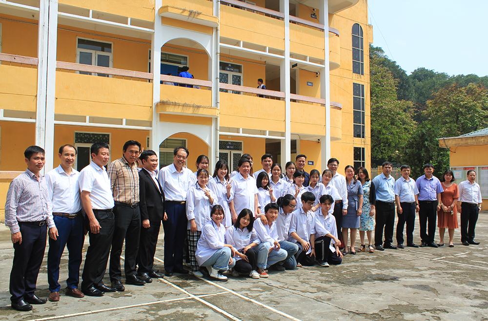 Thứ trưởng Bộ Nông nghiệp và Phát triển Nông thôn Lê Quốc Doanh về thăm và làm việc với Trường