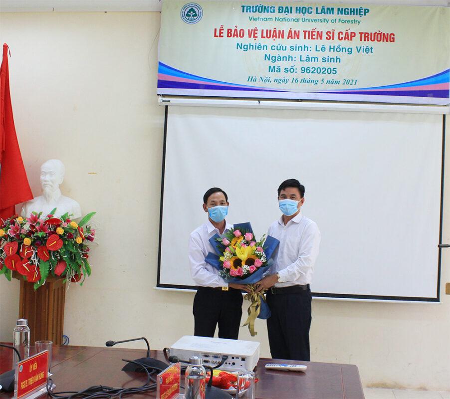 Lễ bảo vệ Luận án Tiến sĩ cấp Trường của nghiên cứu sinh Lê Hồng Việt