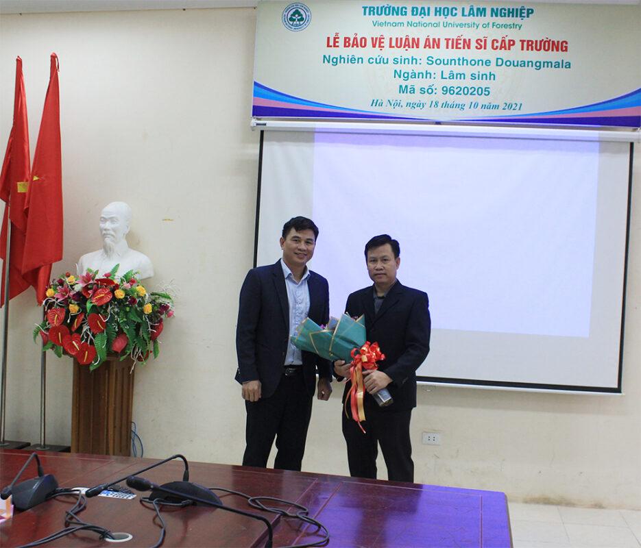 Lễ bảo vệ Luận án Tiến sĩ cấp Trường của nghiên cứu sinh Sounthone Douangmala